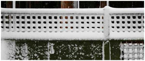 Fence pattern in snow