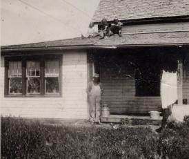 Herman, Dixie, Andrew, Gladys c 1943