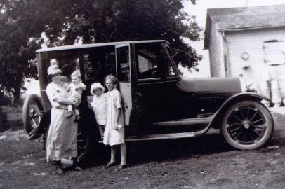 Etje Westra, Harriet, Jeanette, Herman 1920s
