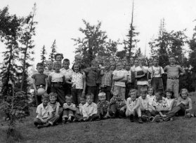 Dixie and her Grade 4 class 1956